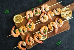 Pregnant women can eat shrimp in moderation, experts say.