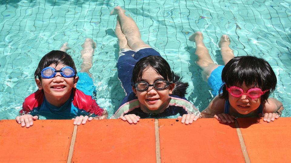 siblings in the pool