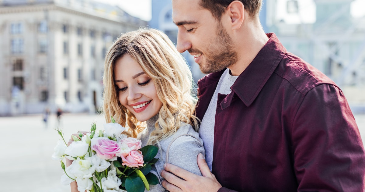 3 Personality Types Who Love Cheesy Gestures, So Lay On The Romance
