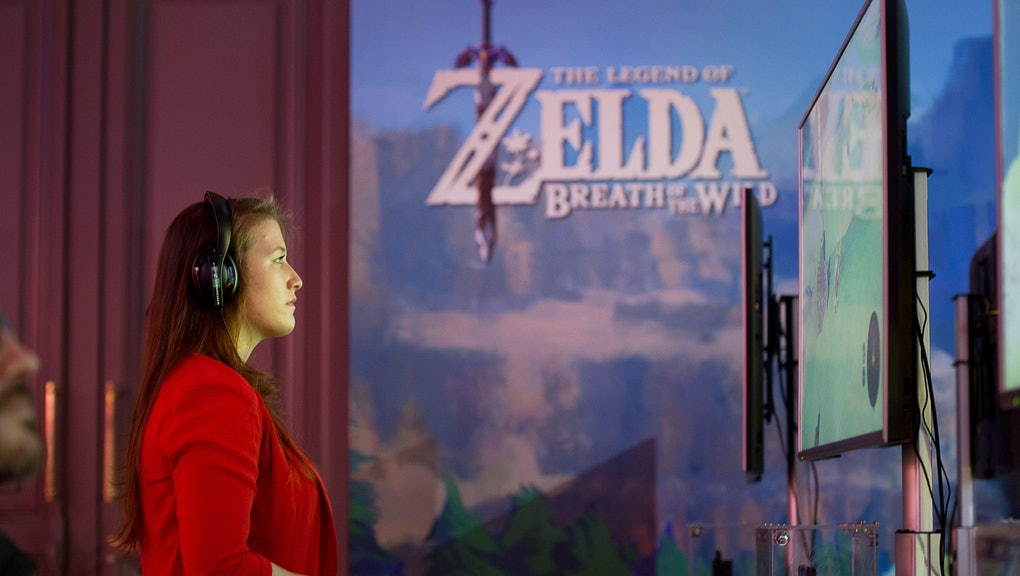 A gamer  playing Zelda during the presentation of the new Nintendo switch