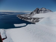 Flying over the antartica peninsula