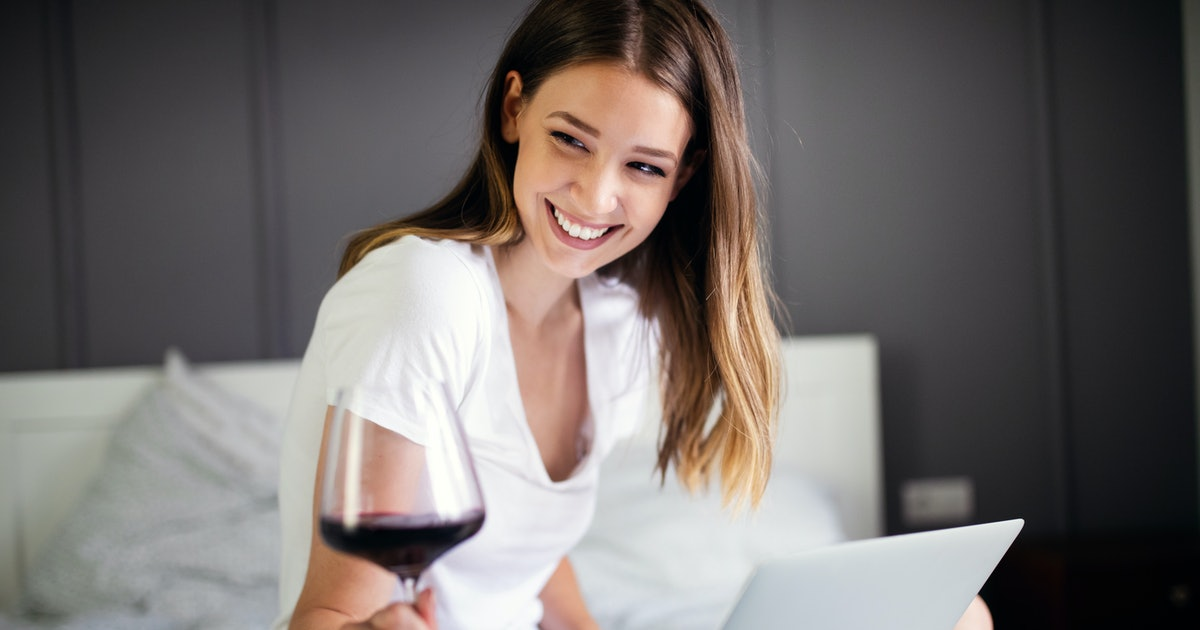 6 Virtual Wine Tastings That You'll Totally Want To Uncork At Home