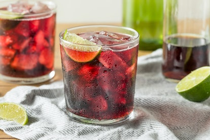 Alcoholic Red Wine and Cola Cocktail with Lime