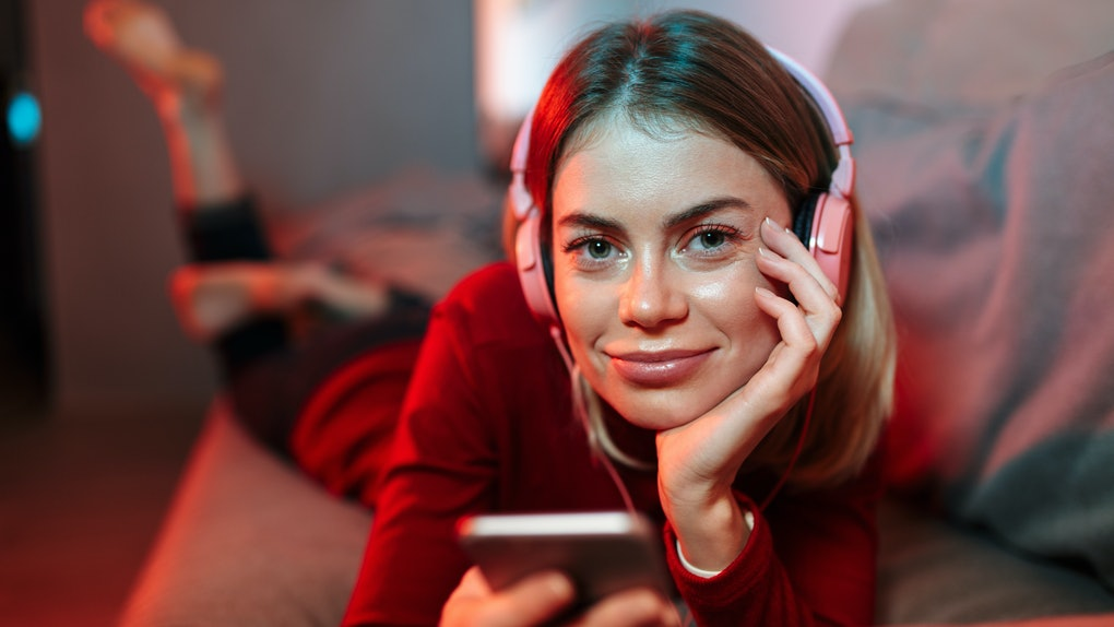 These Myers-Briggs personality types make great FaceTime dates.