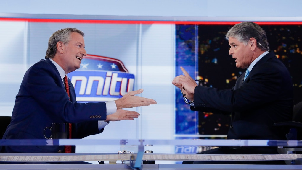 """Sean Hannity, Bill de Blasio. Fox News host Sean Hannity, right, interviews Democratic presidential candidate and New York Mayor Bill de Blasio during a taping of his show, """"Hannity,"""", in New York"""