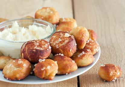 Homemade Salty Pretzels Bites with Cheddar Dip