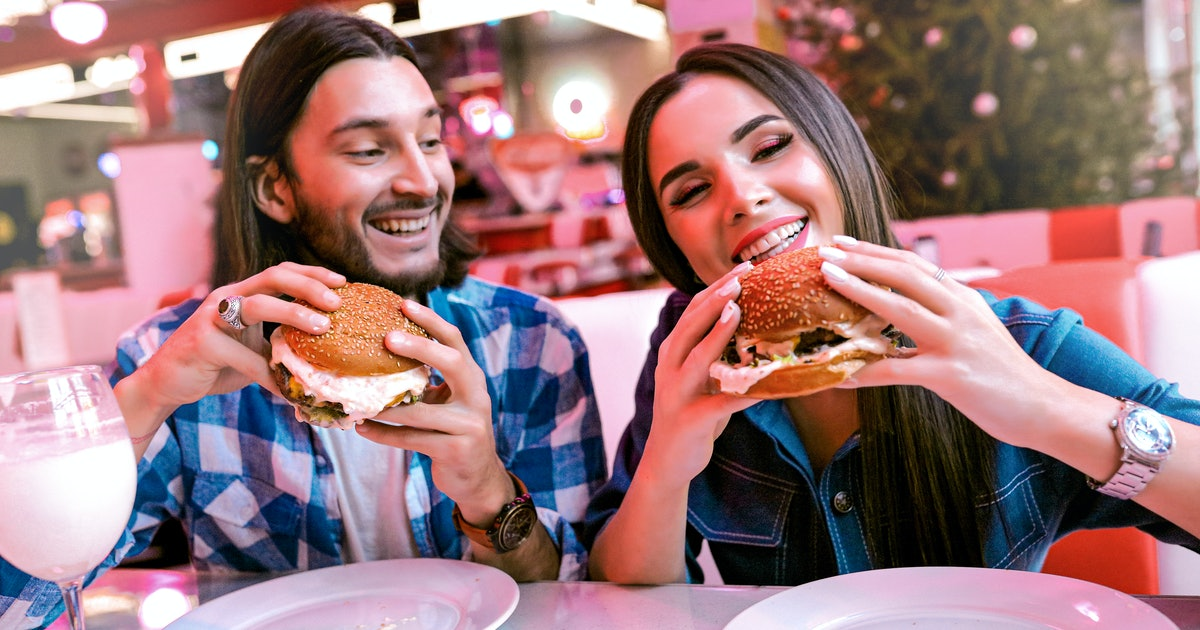 4 Personality Types Who Always Pay On The First Date, 'Cause Romance Isn't Dead