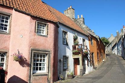 culross village buildings in bright sunshine in summer