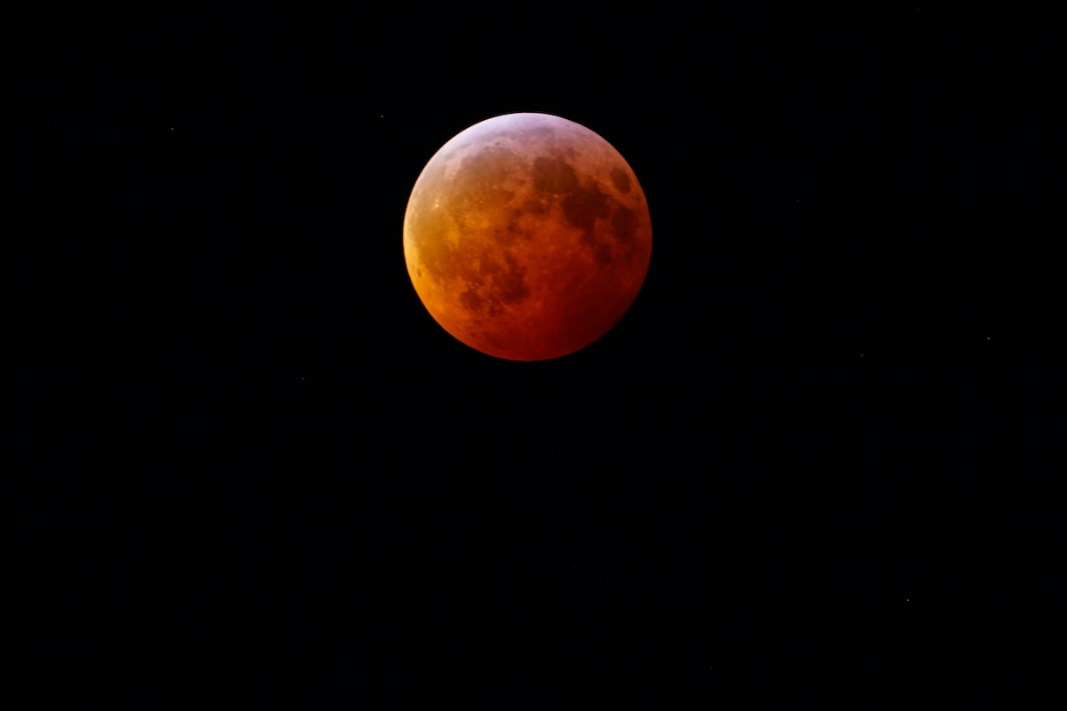 View of the Super Blood Wolf Moon lunar eclipse of 20 January 2019 seen from New Jersey, USA