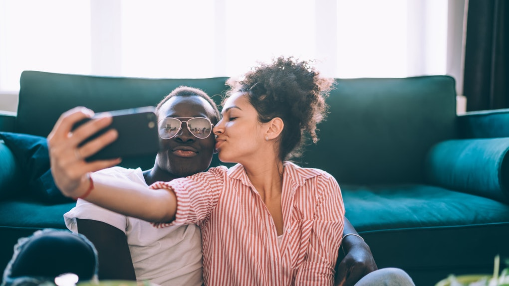 These Instagram photo ideas for at-home date nights are too cute.