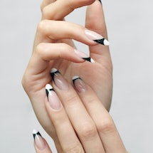 Here's how to upgrade your 2000s-style French manicure.