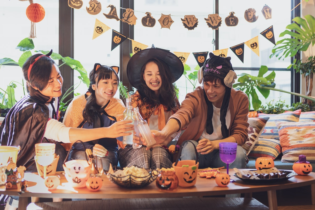 These Halloween dorm decorations are cheap and easy to DIY.