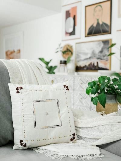 Abira Pillow: image 1