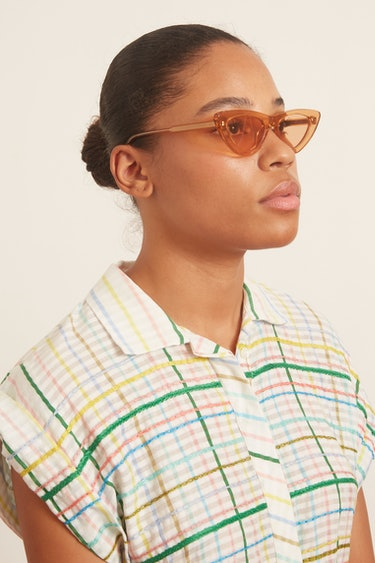 #006 Clear Sunglasses in Peach: additional image