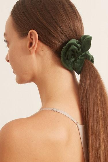 Velvet Scrunchie in Emerald: additional image