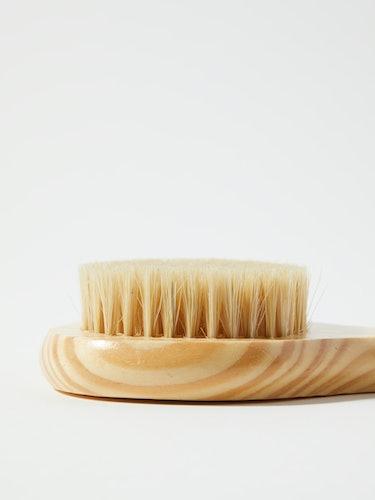 Cedar Long-Handle Bath Brush: additional image