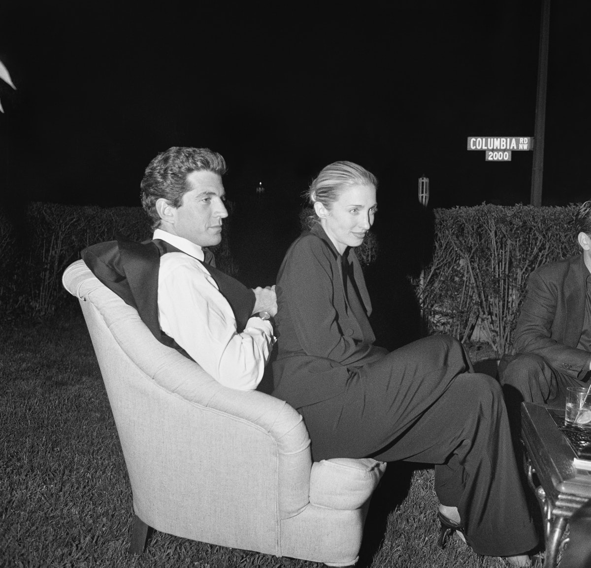 1999.010_White-House-Correspondents-Dinner-John-F.-Kennedy-Jr.-and-Carolyn-Bessette_BWCS99-46_F16-Ex...