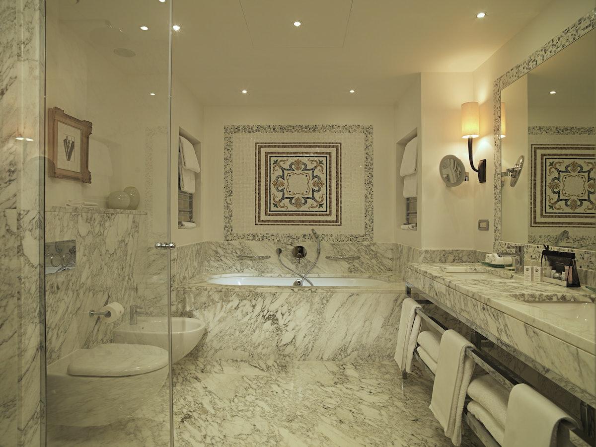 Hotel Savoy - SUITE Repubblica Bathroom1.jpg