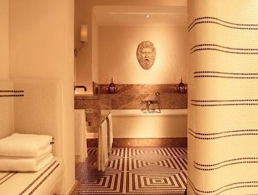 Hotel de Russie - Suite Nijinsky Bathroom.jpg
