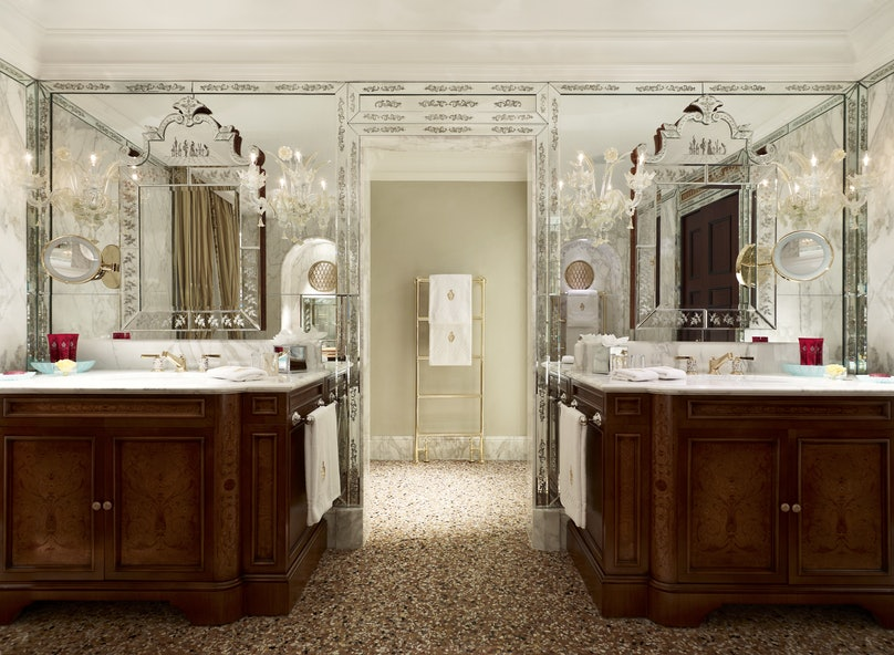 Doge Dandolo Bathroom - Danieli Venice.jpg