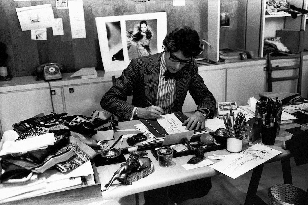 YSL_in his studio_Paris 1976.JPG