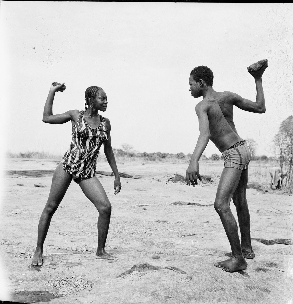 Combat des amis avec pierres, 1976 (c) Malick Sidibé. Courtesy Galerie MAGNIN-A, Paris.jpg