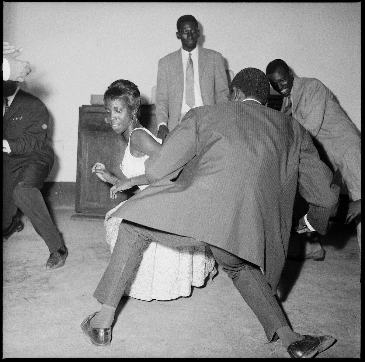 Dansez le Twist, 1965 (c) Malick Sidibé. Courtesy Galerie MAGNIN-A, Paris.jpg