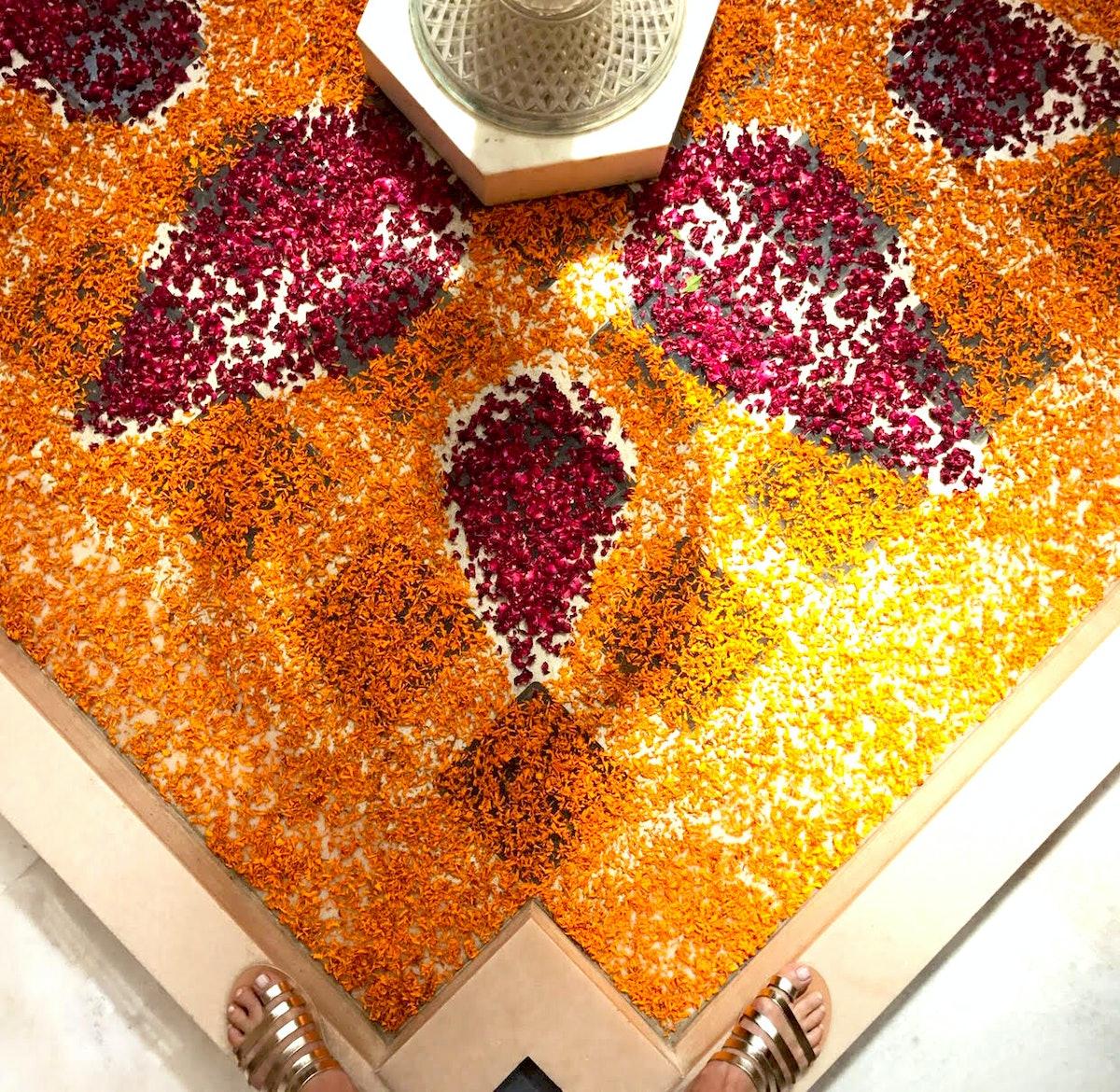 India_Taj_Mahal_Flower_Petals.jpg