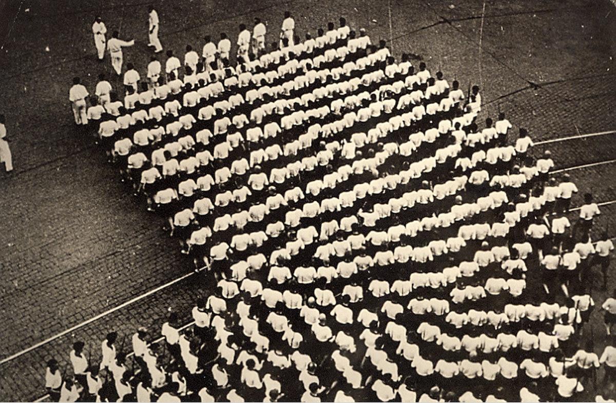 577fcf92ca854rodchenko-kolonna-dinamo-22-1935-tirage-argentique-d-epoque-15-x-23-cm.jpg