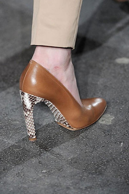 acss_runway_shoes_03_v.jpg