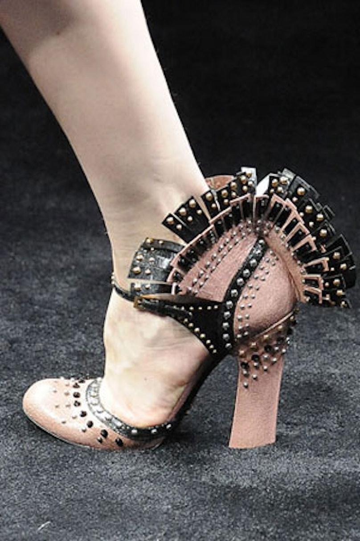 acss_runway_shoes_02v.jpg