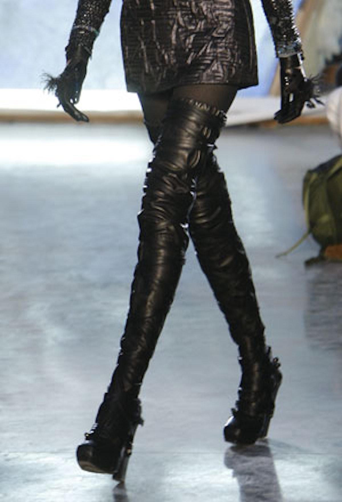 acss_runway_shoes_04_v.jpg