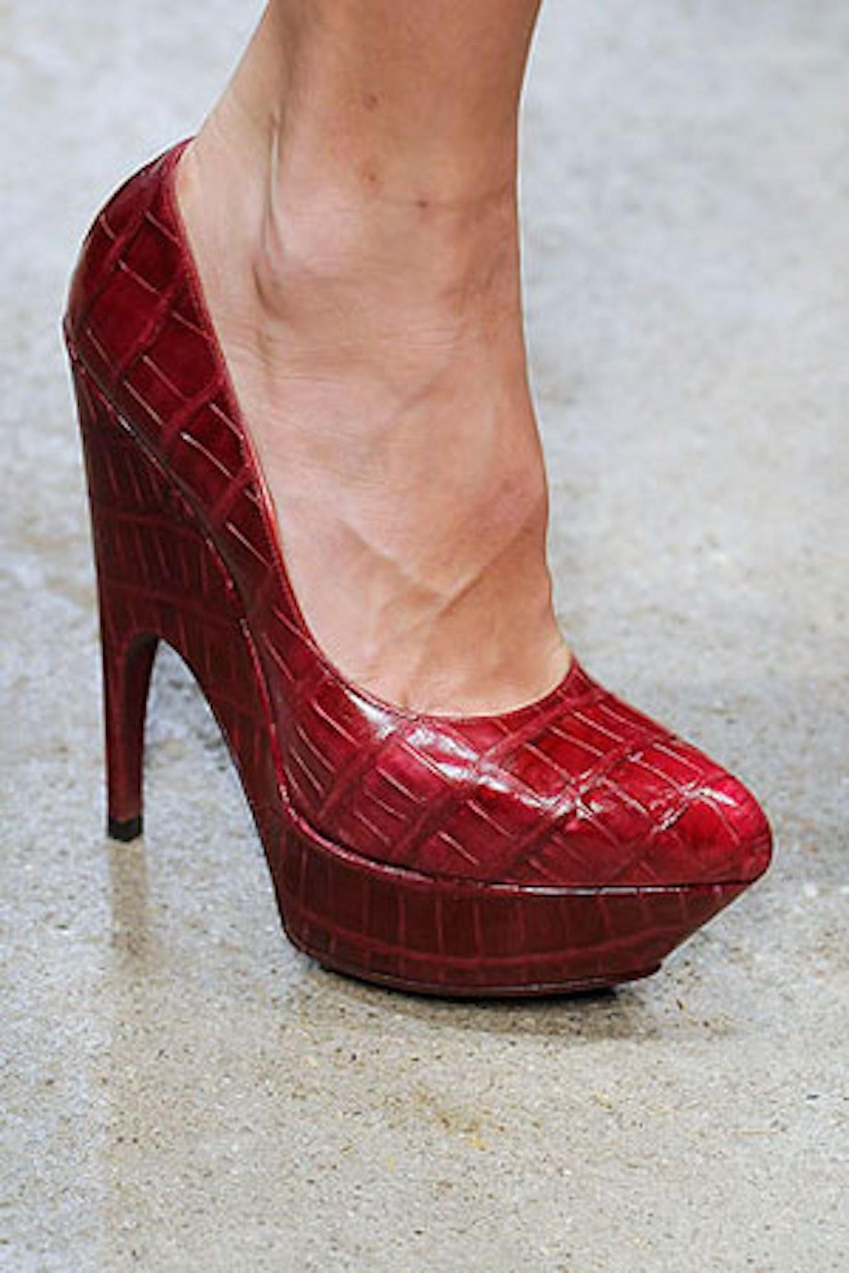 acss_runway_shoes_05_v.jpg