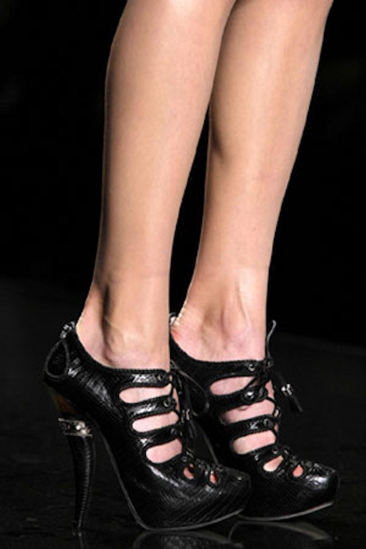 acss_runway_shoes_06_v.jpg