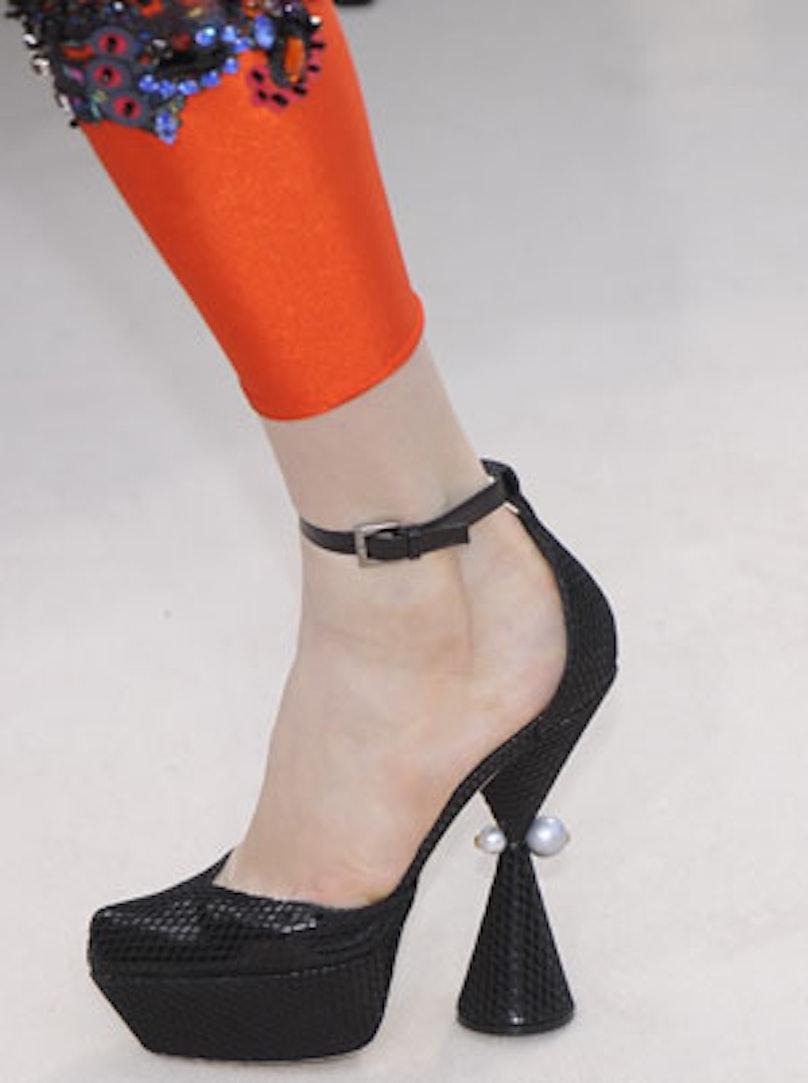 acss_runway_shoes_10_v.jpg