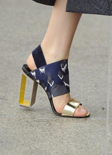 acss_shoes_03_v.jpg