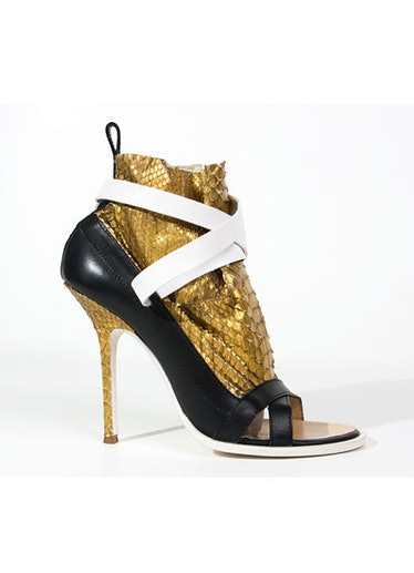 acss_shoes_06_v.jpg