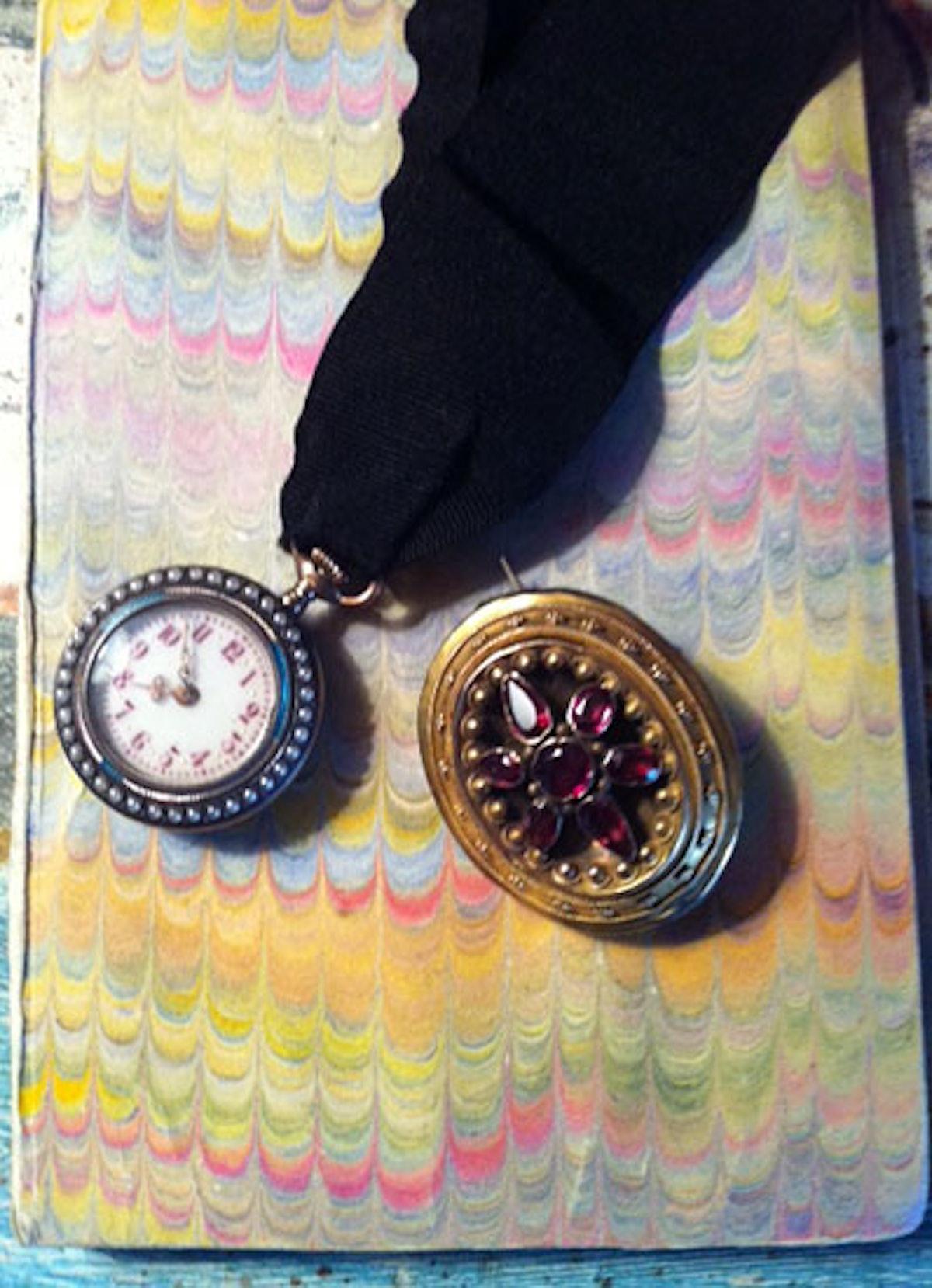 acss-temple-st-clair-jewelry-box-04-v.jpg