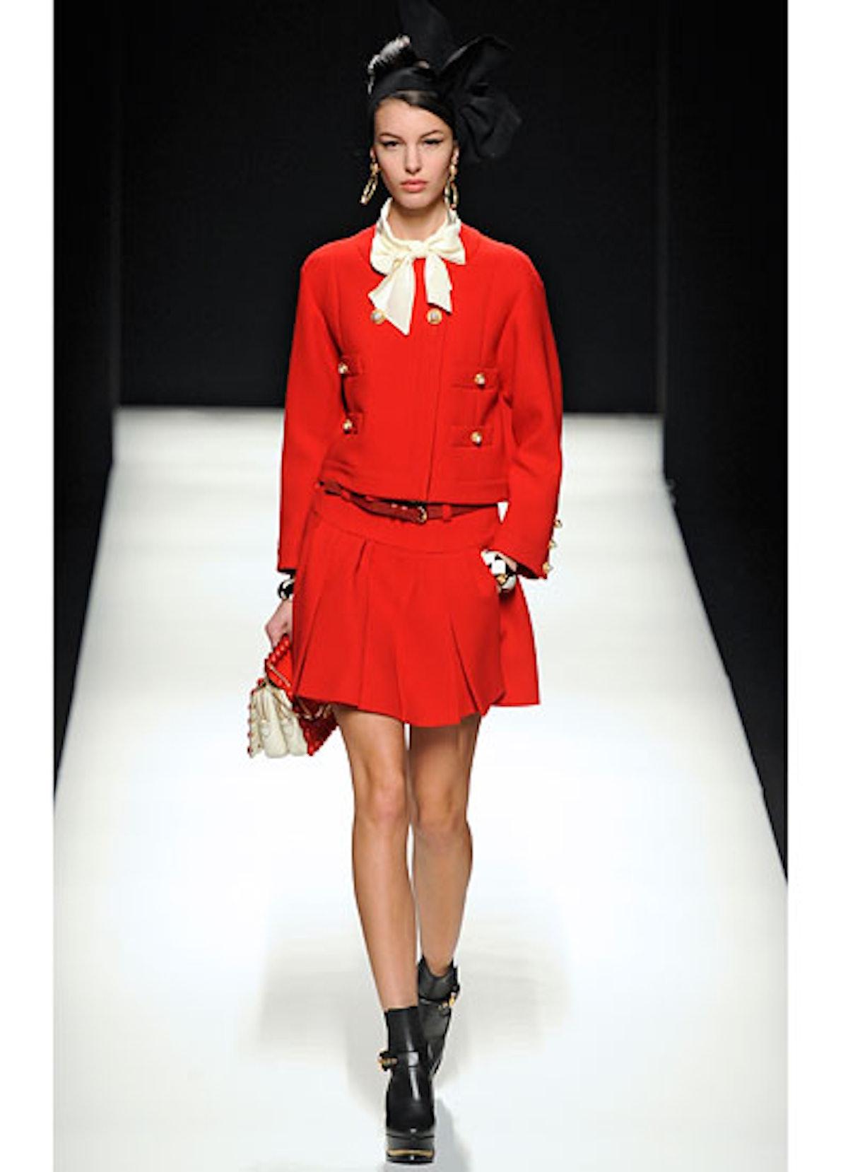 fass-moschino-fall-2012-runway-12-v.jpg