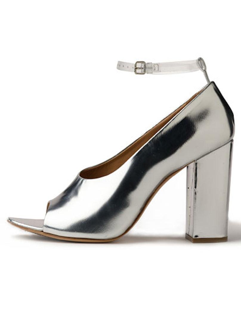 fass-futuristic-fashion-04-v.jpg