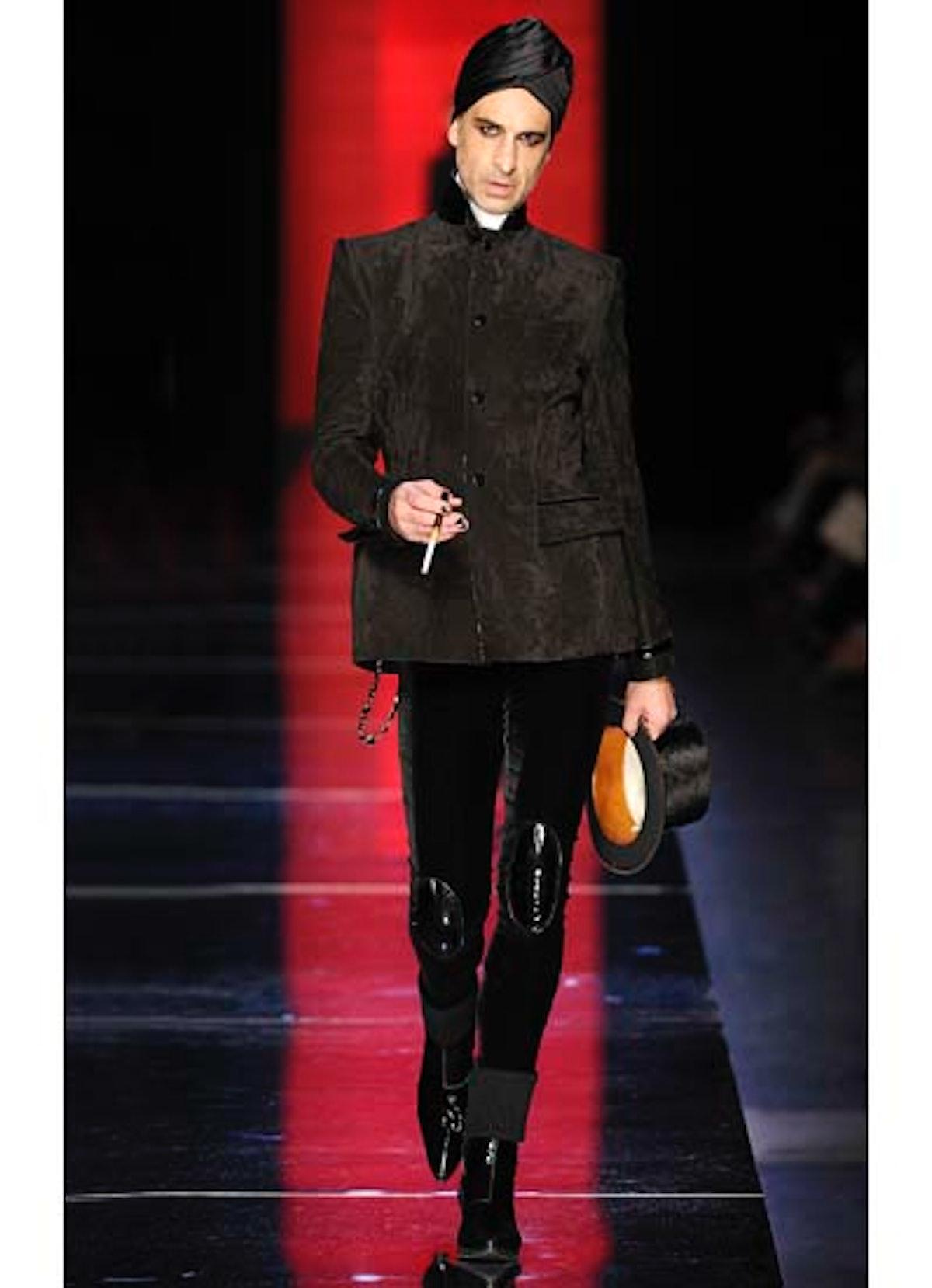 fass-jean-paul-gaultier-couture-2012-runway-04-v.jpg