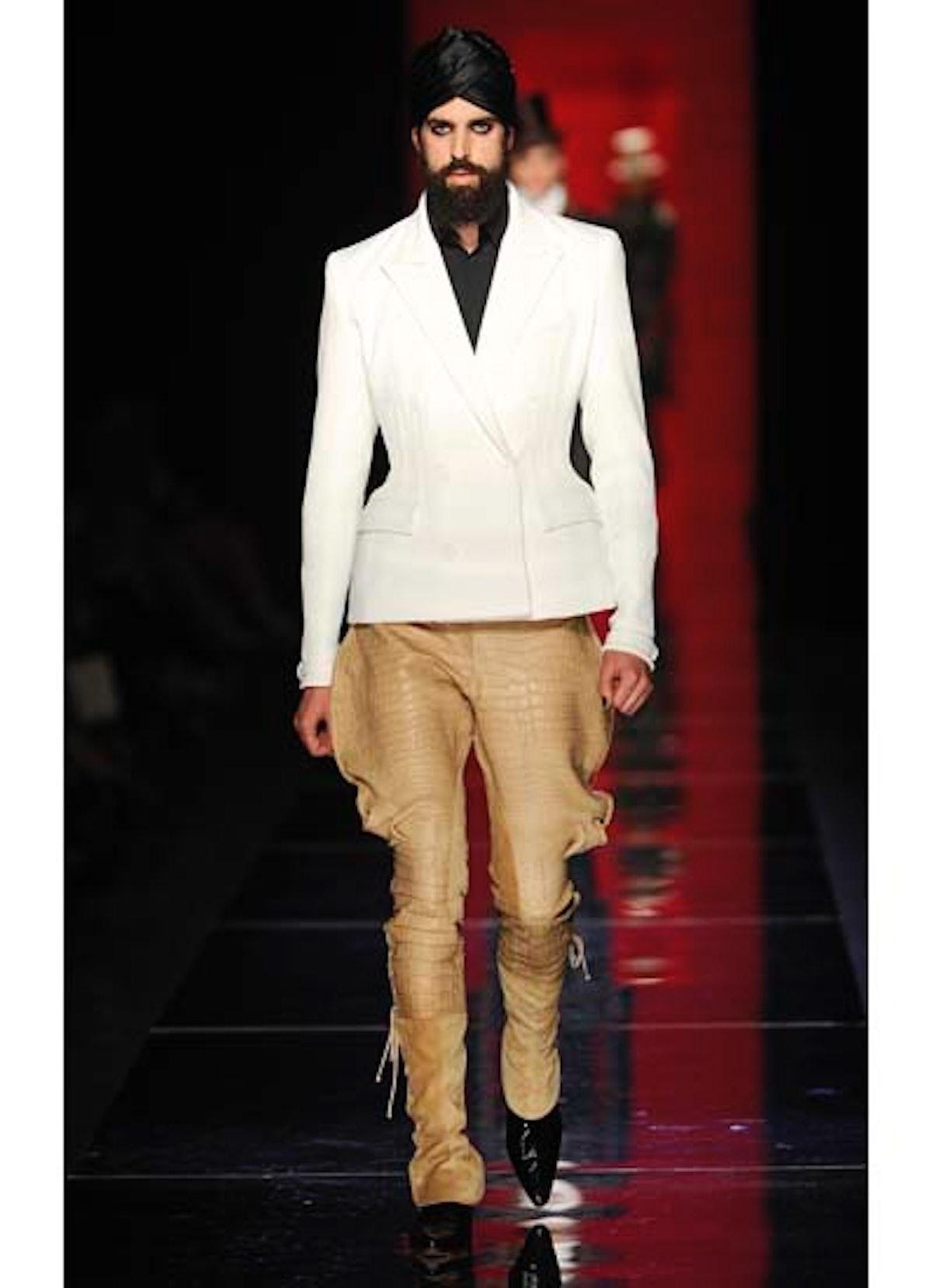 fass-jean-paul-gaultier-couture-2012-runway-21-v.jpg