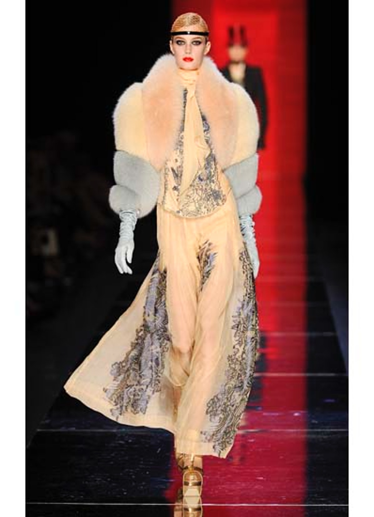 fass-jean-paul-gaultier-couture-2012-runway-24-v.jpg