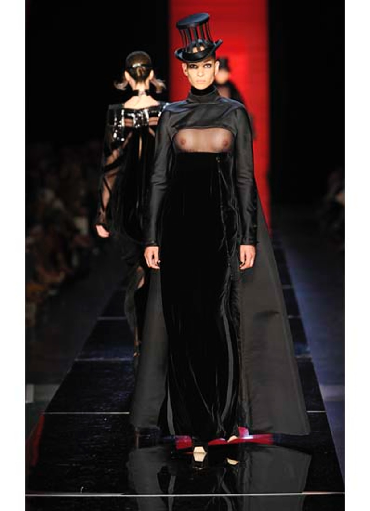 fass-jean-paul-gaultier-couture-2012-runway-32-v.jpg