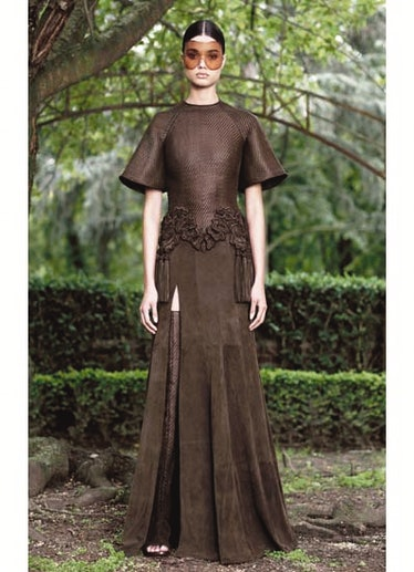 fass-givenchy-couture-2012-runway-06-v.jpg