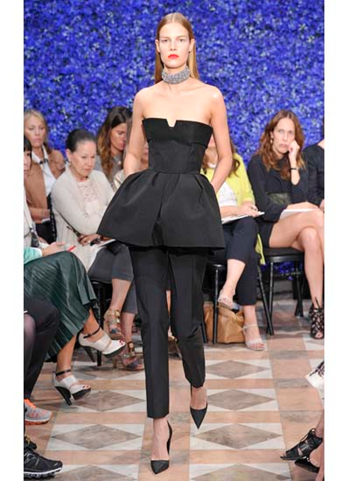 fass-dior-couture-2012-runway-05-v.jpg