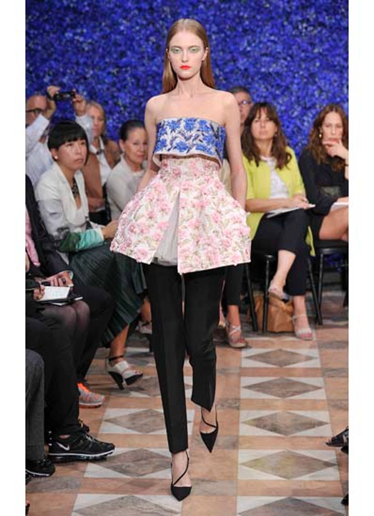 fass-dior-couture-2012-runway-06-v.jpg