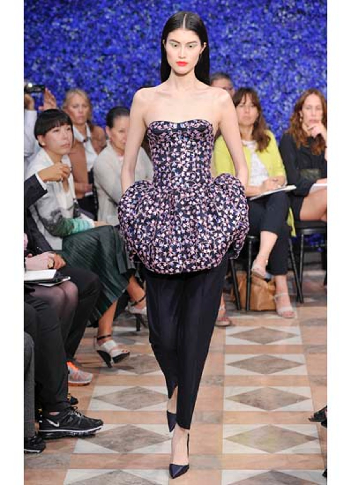 fass-dior-couture-2012-runway-08-v.jpg
