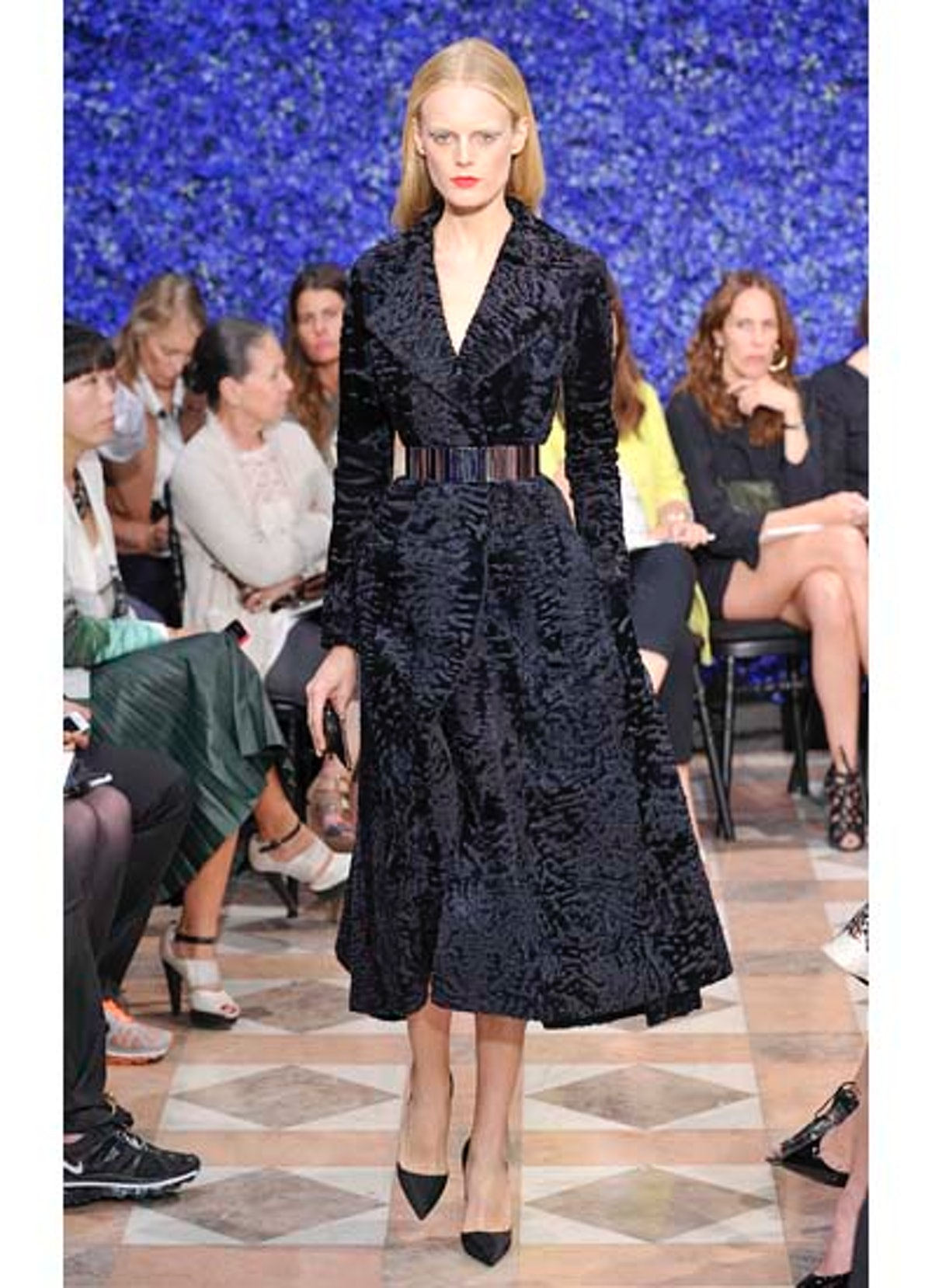 fass-dior-couture-2012-runway-14-v.jpg