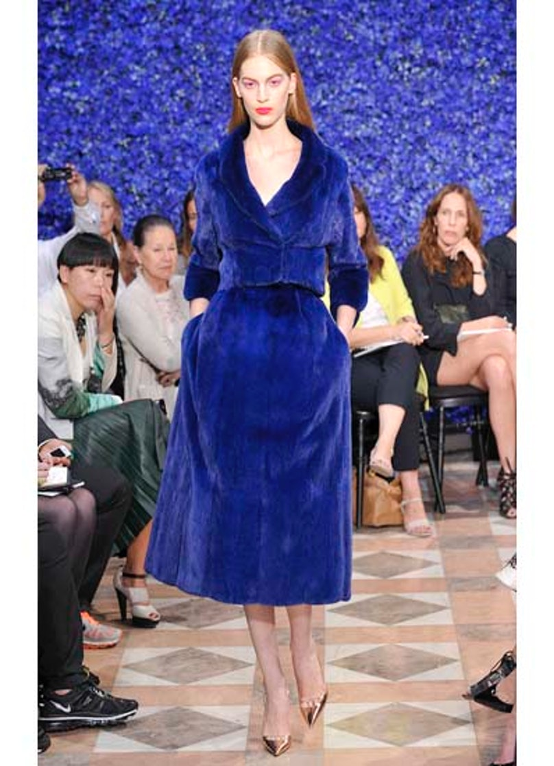 fass-dior-couture-2012-runway-15-v.jpg